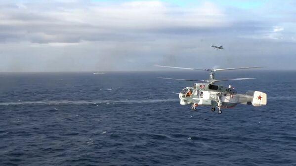 Крейсер Адмирал Кузнецов и СКР Адмирал Григорович впервые задействованы в операции в Сирии - Sputnik Mundo