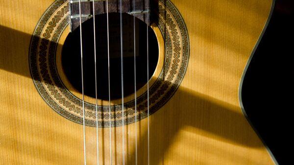 Una guitarra - Sputnik Mundo