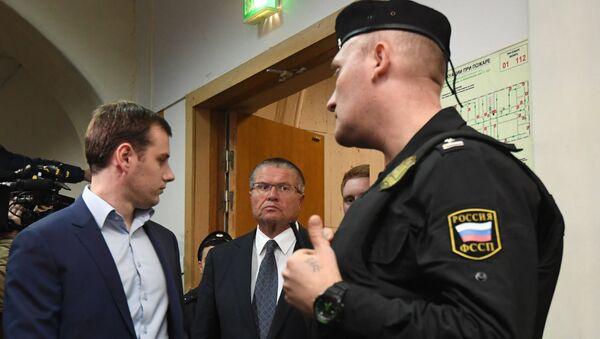 Alexéi Uliukáev en el edificio de  los tribunales en Moscú - Sputnik Mundo