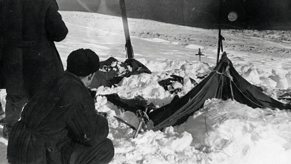 La tienda de campaña del grupo de jóvenes excursionistas en el paso Diatlov (archivo) - Sputnik Mundo