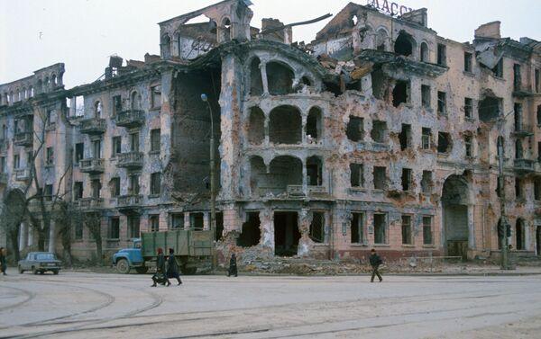 La ciudad de Grozni durante el conflicto de Chechenia de 1994-1996 - Sputnik Mundo