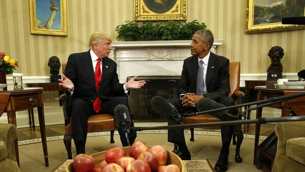 U.S. President Barack Obama meets with President-elect Donald Trump (L) to discuss transition plans in the White House Oval Office in Washington, U.S. - Sputnik Mundo