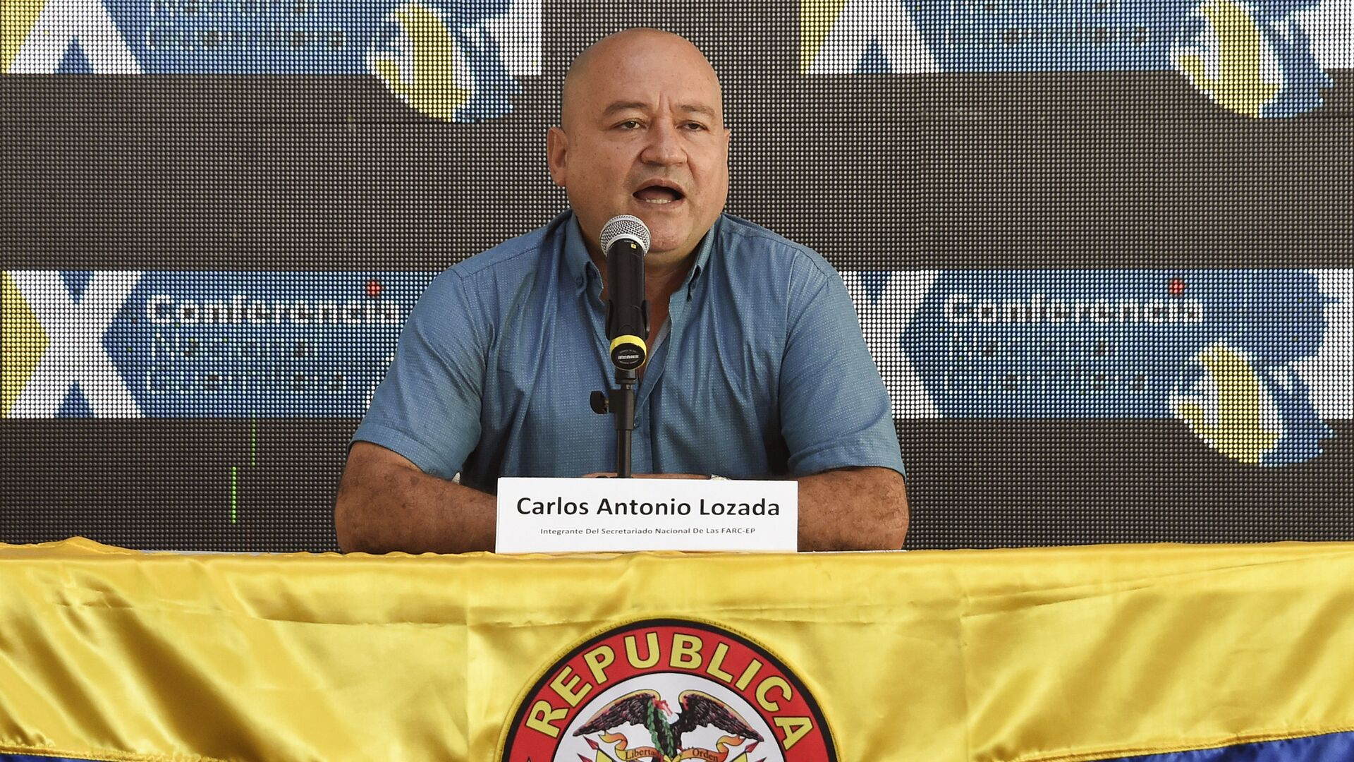 Commander Carlos Antonio Lozada, member of the direction of the Revolutionary Armed Forces of Colombia (FARC), speaks during the 10th National Guerrilla Conference in Llanos del Yari, Caqueta department, Colombia, on September - Sputnik Mundo, 1920, 19.04.2021