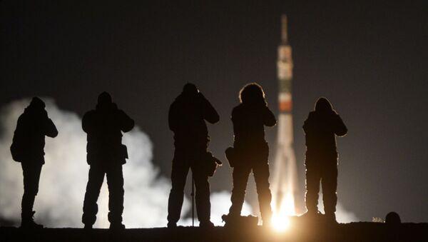 Пуск ракеты-носителя Союз-ФГ с пилотируемым кораблем Союз МС-03 с космодрома Байконур - Sputnik Mundo