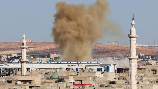 Smoke rises from a rebel held neighbourhood of Aleppo, Syria November 17, 2016. REUTERS/Abdalrhman Ismail - Sputnik Mundo