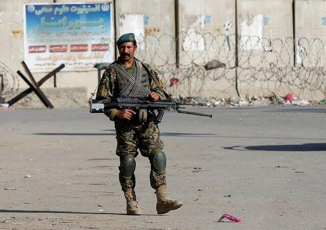 El soldado del Ejército de Afganistán