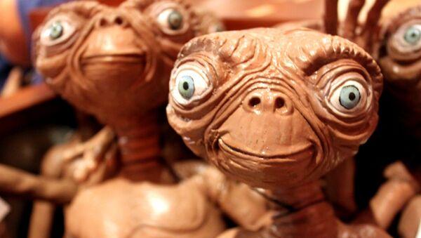 Un muñeco de E.T., el extraterrestre - Sputnik Mundo