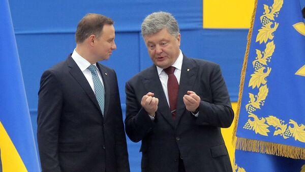Presidente de Polonia, Andrzej Duda, y el presidente de Ucrania, Petró Poroshenko - Sputnik Mundo