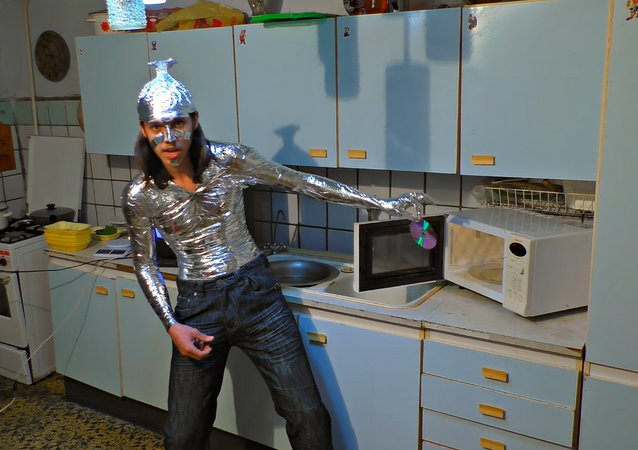¿Qué pasa si abres un microondas encendido?