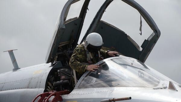 Un piloto del Tu-95MS de las Fuerzas Aeroespaciales de Rusia en la base aérea de Hmeymim en Siria - Sputnik Mundo