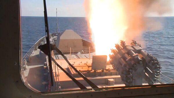 La fragata Almirante Grigoróvich por primera vez en acción en Siria - Sputnik Mundo