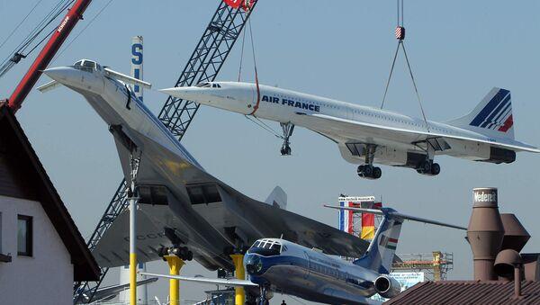 Los aviones de pasajeros supersónicos, el francés Concorde (derecha) y el soviético Tu-144, en el Museo de Transporte de Sinsheim, Alemania - Sputnik Mundo