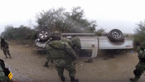 Impactante cruce de balas en México - Sputnik Mundo