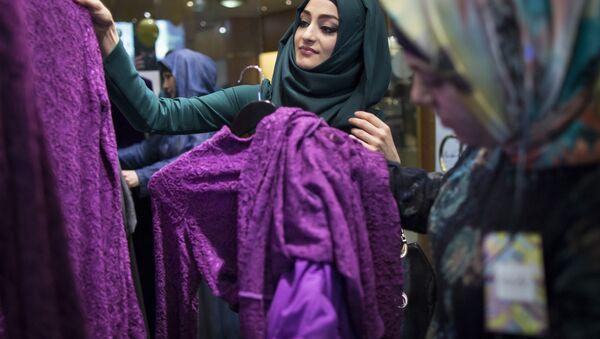 Frauen in einem Niqab-Shop - Sputnik Mundo