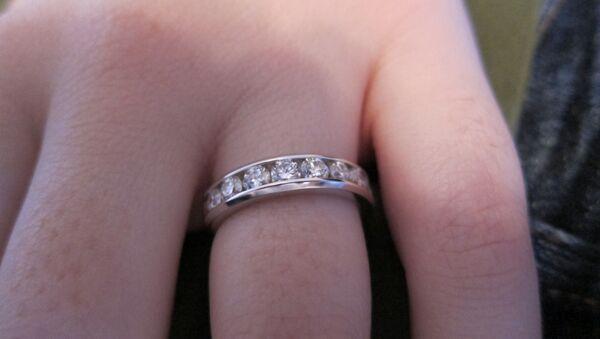 Engagement ring - Sputnik Mundo