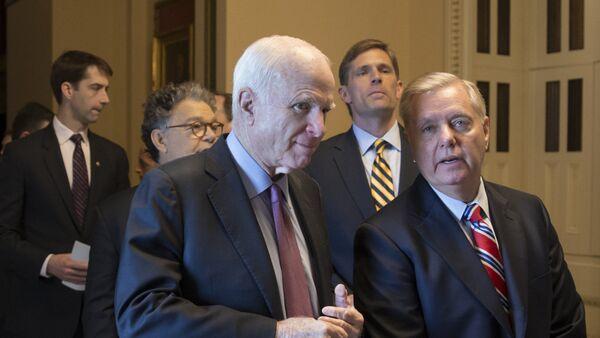 Senador John McCain y senador Lindsey Graham - Sputnik Mundo