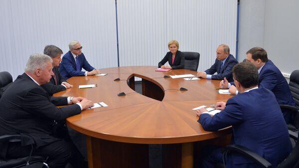 Una reunión del director general de la Organización Internacional del Trabajo, Guy Ryder, con el presidente de Rusia, Vladímir Putin - Sputnik Mundo