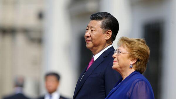 La presidenta de Chile, Michelle Bachelet, y su homólogo chino, Xi Jinping - Sputnik Mundo