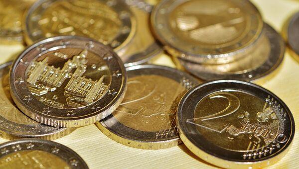 Monedas de dos euros (imagen referencial) - Sputnik Mundo