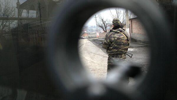 Un agente de las fuerzas de seguridad - Sputnik Mundo