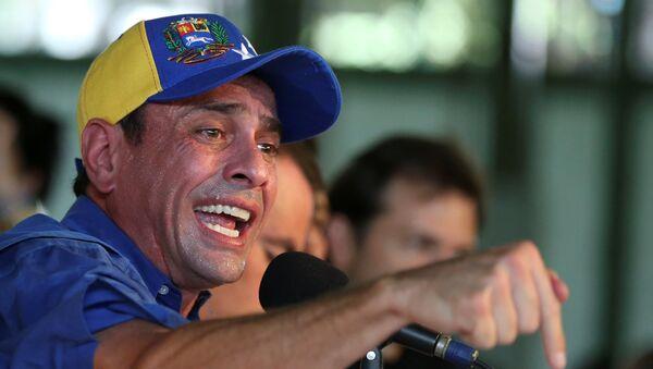 Venezuelan opposition leader and Governor of Miranda state Henrique Capriles talks to the media during a news conference in Caracas, Venezuela - Sputnik Mundo