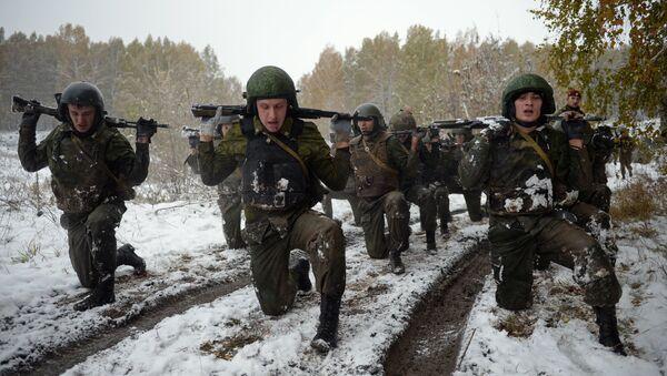 Los soldados de las divisiones especiales del Servicio Federal de la Guardia Nacional de Rusia durante las pruebas - Sputnik Mundo