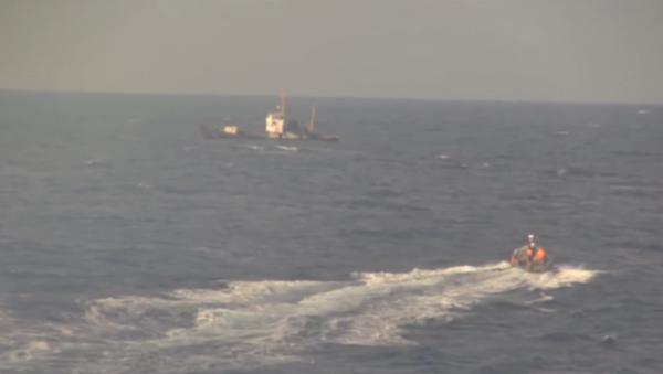 Una lancha rusa se dirige al pesquero ucraniano averiado en el Mediterráneo - Sputnik Mundo
