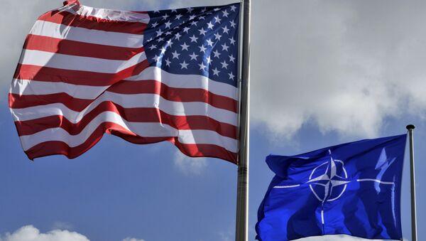US and NATO flags - Sputnik Mundo