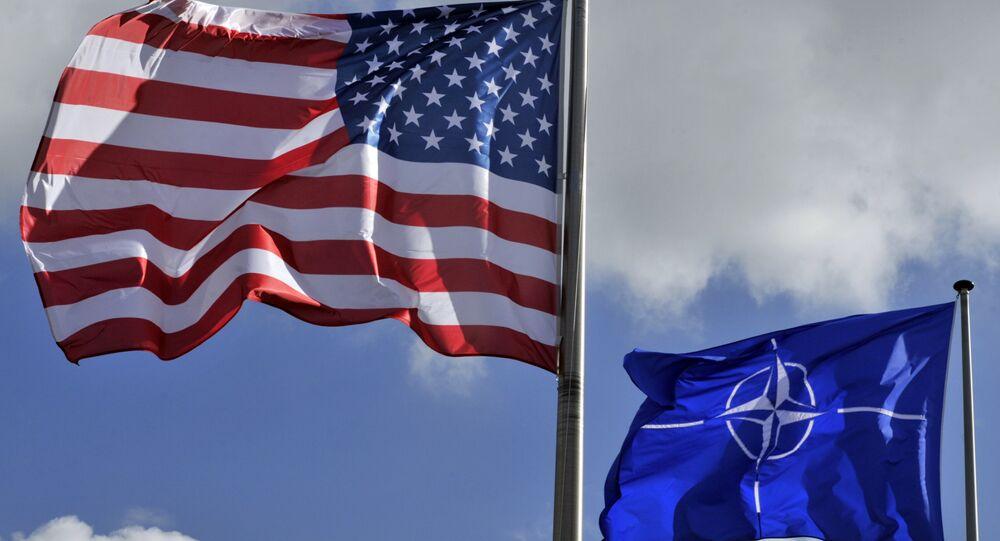 Las banderas de EEUU y OTAN