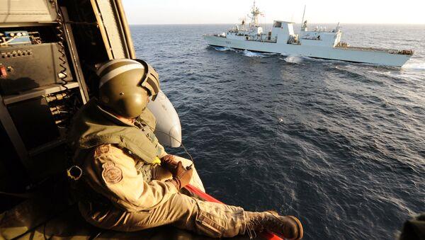 Helicoptero canadiense Sea-King en el golfo de Adén, enero de 2010 - Sputnik Mundo