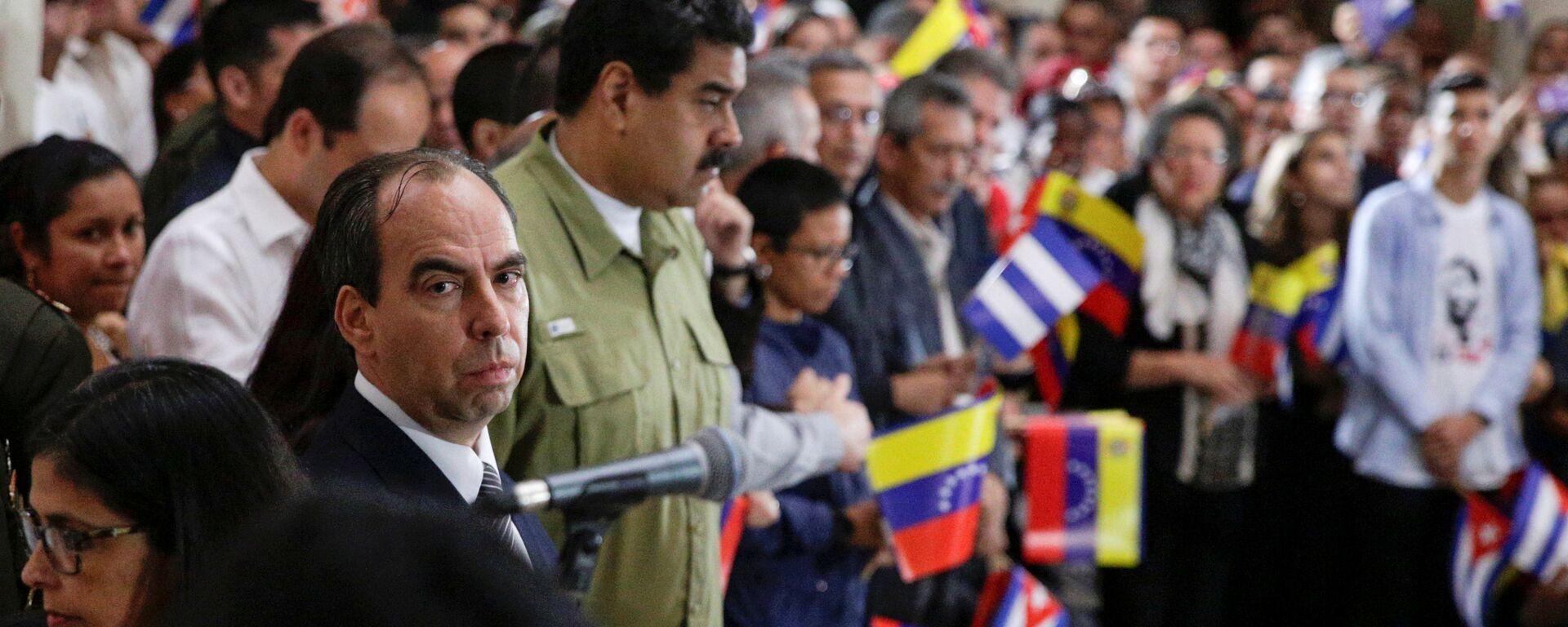 Rogelio Polanco (L), Cuba's Ambassador to Venezuela and Venezuela's President Nicolas Maduro  - Sputnik Mundo, 1920, 12.07.2021