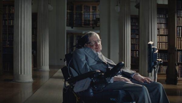 Stephen Hawking ha protagonizado una campaña de concientización acerca del actual problema mundial de la obesidad - Sputnik Mundo