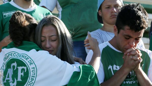 Fans of Chapecoense soccer team react at the Arena Conda stadium in Chapeco, Brazil - Sputnik Mundo