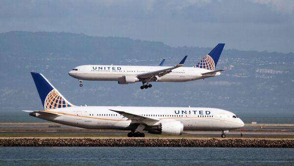 Un avión de United Airlines (Archivo) - Sputnik Mundo