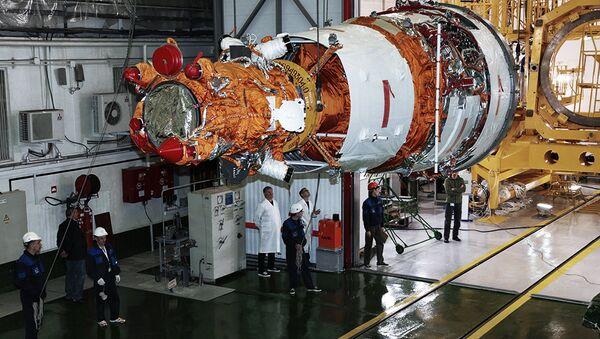 Los preparativos para el lanzamiento de la nave espacial Resurs-P №3 en el cosmódromo de Baikonur - Sputnik Mundo