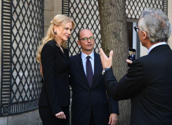 La actriz Nicole Kidman y el director de comunicación de Pirelli, Maurizio Abet - Sputnik Mundo