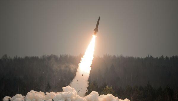 Lanzamiento de un misil del sistema Tochka-U (archivo) - Sputnik Mundo