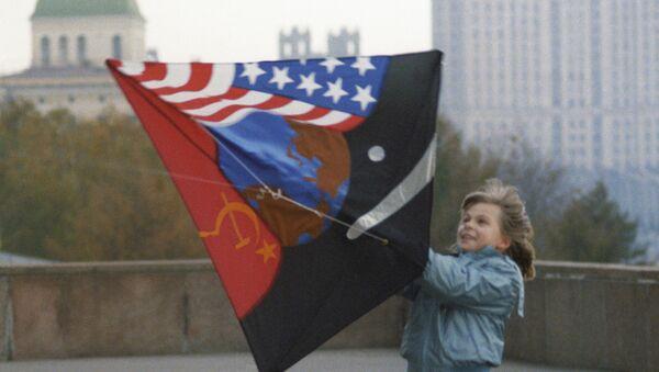 Una cometa símbolo de paz contra la Guerra Fría - Sputnik Mundo