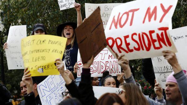 Una acción de protesta tras la victoria del republicano Donald Trump en las presidenciales - Sputnik Mundo