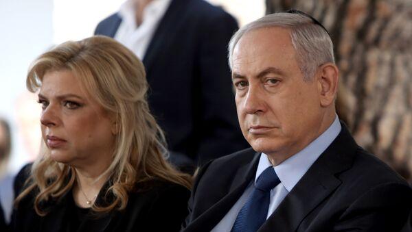 Sara Netanyahu y el primer ministro israelí, Benjamín Netanyahu - Sputnik Mundo