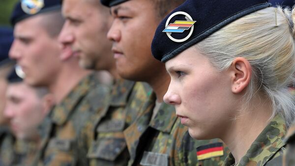 German soldiers of the 291st Jagerbataillon take part in a military ceremony on July 5, 2012 in Illkirch-Graffenstaden, eastern France. The 600 soldiers of the 291st Jägerbataillon, the first German regiment stationed in France since 1945 and who will parade down the Champs-Elysees avenue on July 14, represent a powerful symbol of reconciliation between the two countries - Sputnik Mundo