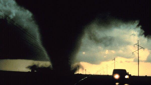 Un tornado (imagen ilustrativa) - Sputnik Mundo