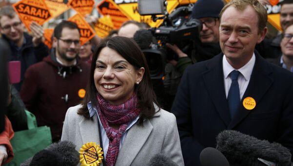 Sarah Olney, contable de 38 años sin previa experiencia en política, sumó cerca del 50% de votos en Richmond Park, Reino Unido - Sputnik Mundo