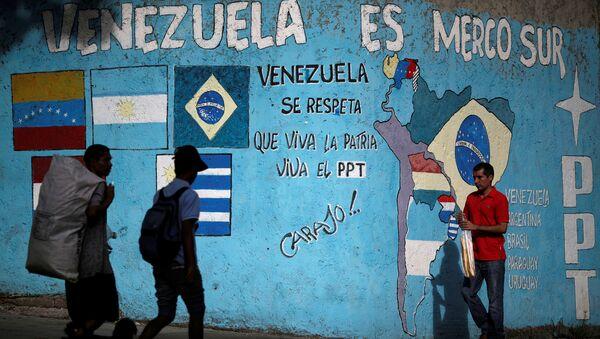 Pared con grafiti Venezuela es Mercosur - Sputnik Mundo