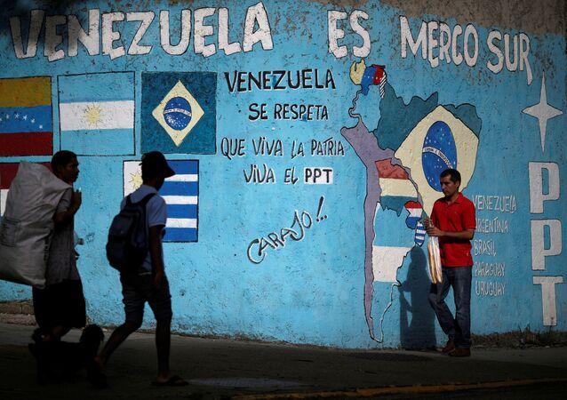 Pared con grafiti Venezuela es Mercosur