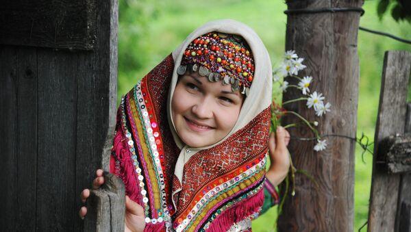 Mujer del pueblo ugrofinés mari, que habita en las orillas del río Volga en la república de Mari El, Rusia. - Sputnik Mundo