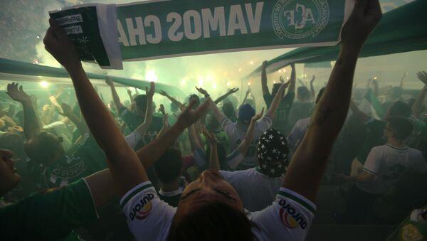 Фанаты футбольной команды Chapecoense на стадионе Arena Conda в бразильском городе Шапеко - Sputnik Mundo