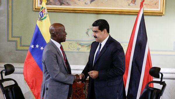 Keith Rowley, primer ministro de Trinidad y Tabago, y Nicolás Maduro, presidente de Venezuela - Sputnik Mundo