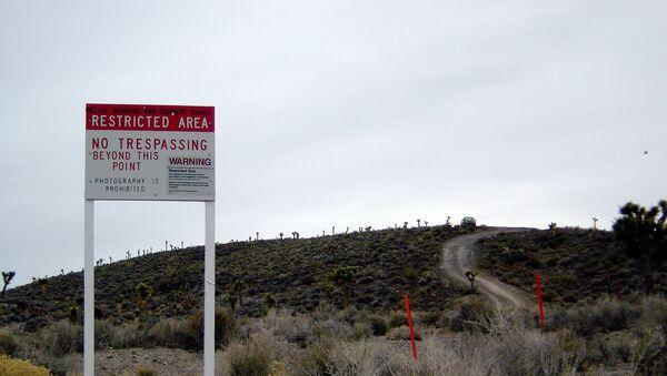 Warning sign near secret Area 51 base in Nevada. - Sputnik Mundo