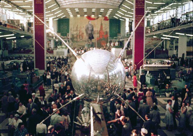 Copia del Sputnik 1, mostrado durante la feria EXPO 58 en Bruselas